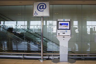 Accessible e-registration stand