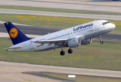 Lufthansa Airbus 319 on take off